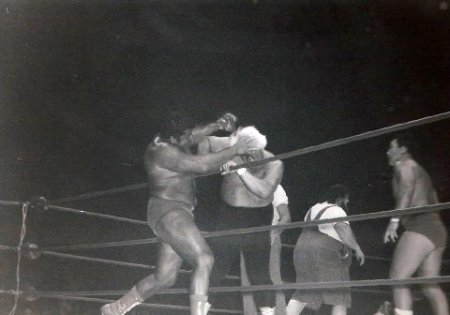 Pedro Morales has Collins on the ropes