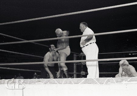 Ripper Collins about to land the Georgia Five on Cyclone Negra as a battered Patt Patterson watches.