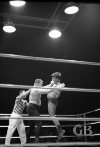 Bill Miller lifts Carson off his feet in the middle of the ring.