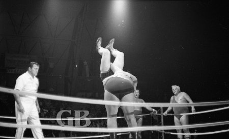 Curtis Iaukea Body Slams Karl Gotch.