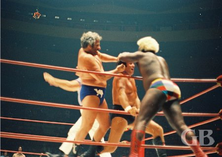 Sweet Daddy Siki and The Sheik work over Barend