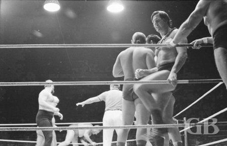 wrestlers prepare for the match