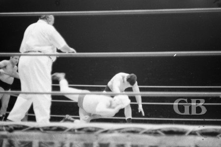 Hahn Lee throws Ray Stevens face first into the mat.