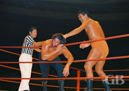 Giant Baba about to chop Les Roberts on the ropes