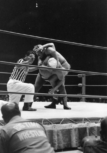 Nick Bockwinkel applies the abdominal   strech on Collins to win the second fall