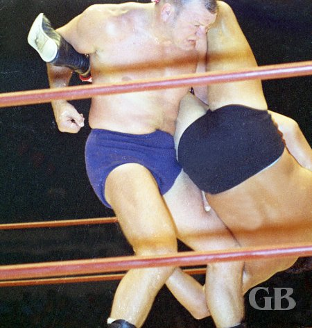Billy Robinson with an arm lock on Kiniski