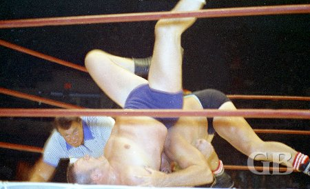 Billy Robinson tries to pin Kiniski