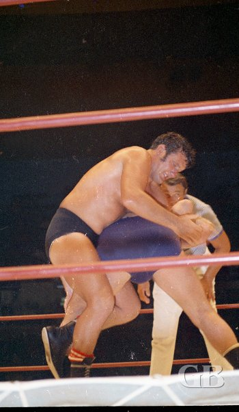Billy Robinson gets ready to pin Kiniski