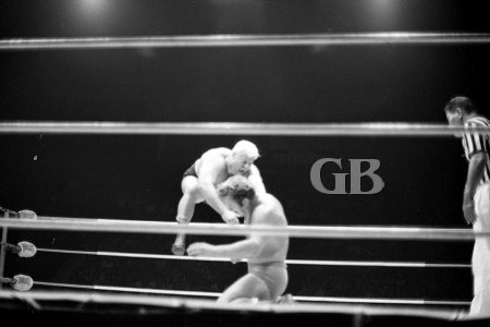 Chris Markoff gets stung by Nick Bockwinkel,