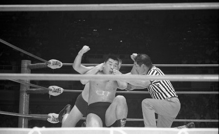 Gene Kiniski with a Full Nelson on Kusatsu.