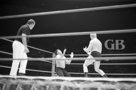 Karl Gotch traps Rocky Montero in the corner