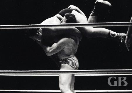 Don Leo Jonathan about to body slam Curtis Iaukea.