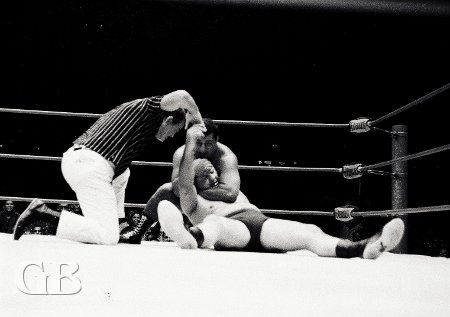 Hady applies the sleeper hold on Gene Kiniski.
