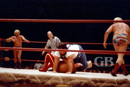 Haystacks Calhoun gives Johnny Barend the Big Splash.