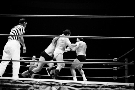Curtis Iaukea attacks both Barend and Maurice.
