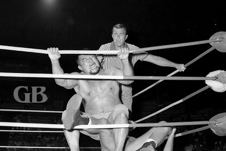 Shibuya bounces up and down on Armstrong's knee as referee Pete Peterson watches.