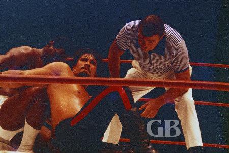 Eddie Morrow with an arm bar on Fidel Castillo