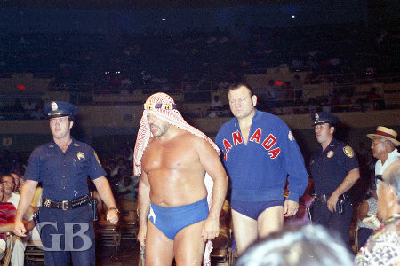 The Sheik and Gene Kiniski make their way to the ring
