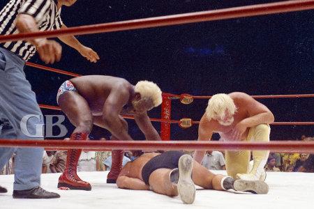 Both Siki and Mayne begin to beat up Ed Francis