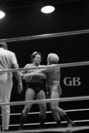 Johnny Barend applies a painful Arm Bar on Poffo, who tries to break the hold by pulling on Barend's hair.