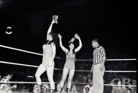Donna Christianello and Toni Rose celebrate after winning back the World Title.