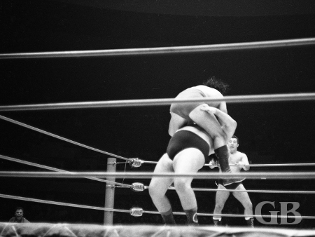 Johnny Barend leaps on top of a surprised Curtis Iaukea.