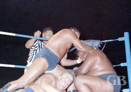 Johnny Barend unleashes on both Curtis Iaukea and Ripper Collins on the ring apron.