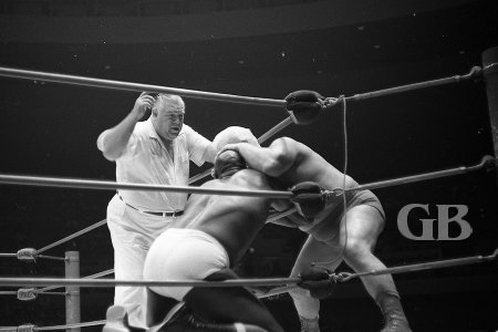 Fred Blassie takes a bite out of Bearcat Wright's forehead.